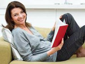 Опрос, 49% взрослых женщин чувствовали себя счастливее после 50 ле…